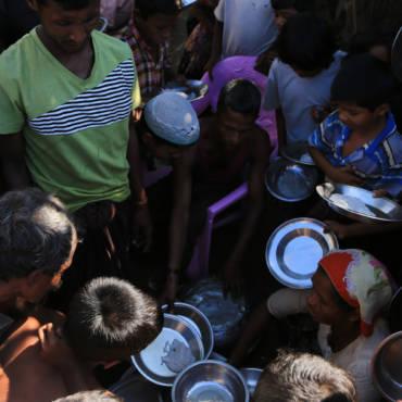Помоги притесненным в Мьянме