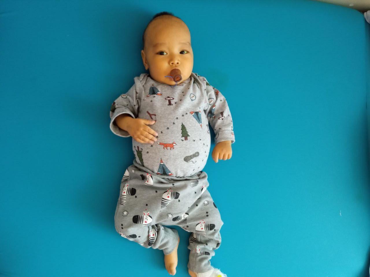Заставка для - Маленького Адилета спасет трансплантация печени