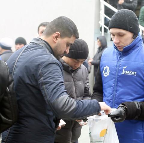 Мусульмане Москвы собрали пожертвования для семьи погибшей девочки